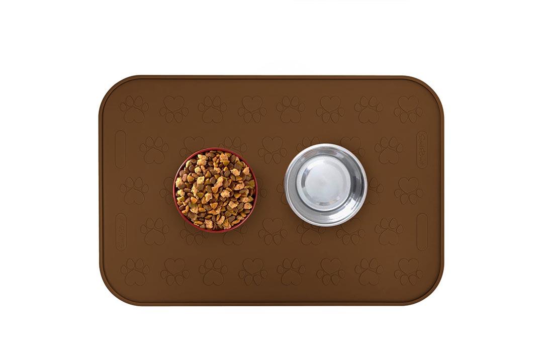 """SmithBuilt 24"""" x 16"""" Large Dog Food Mat"""